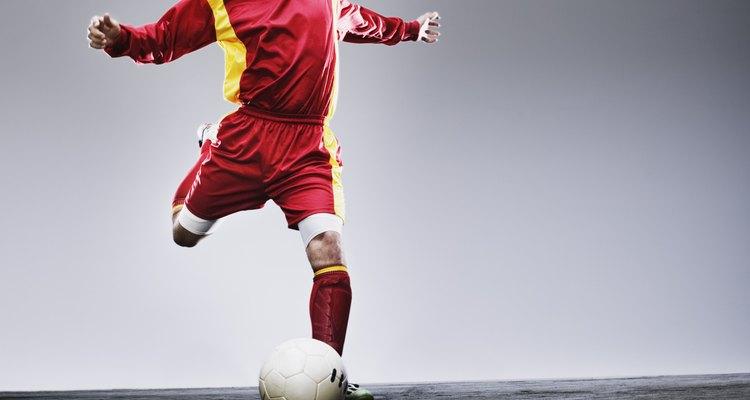 Toques rápidos e agilidade são habilidades necessárias para o bom futebol