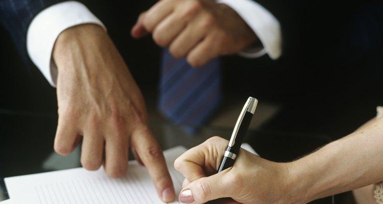 El empleado debe firmar la amonestación por escrito para confirmar su recepción.