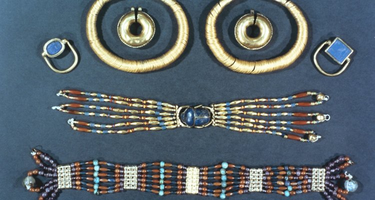 Examples of ancient Egyptian styles of jewellery