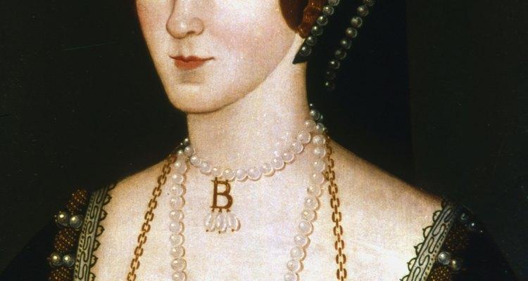 Anne Boleyn and her B necklace
