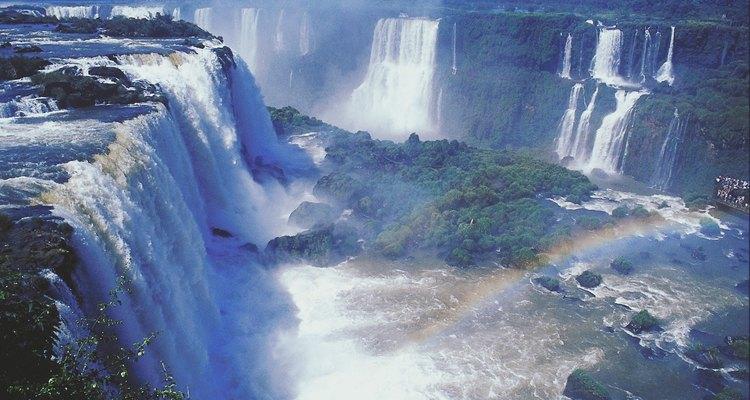 O Brasil, localizado na América do Sul, possui vários cenários naturais deslumbrantes