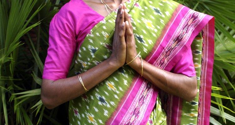 Mulheres hindus experimentam uma vez a plena igualdade com os homens.