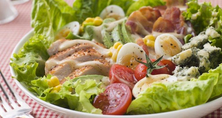 Huevos para aderezos para ensaladas.