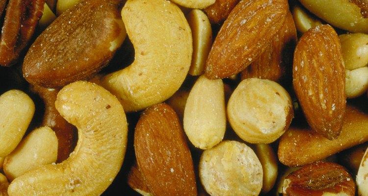 Evite compartilhar tigelas de castanhas mistas, que incluem variedades tóxicas para os cães