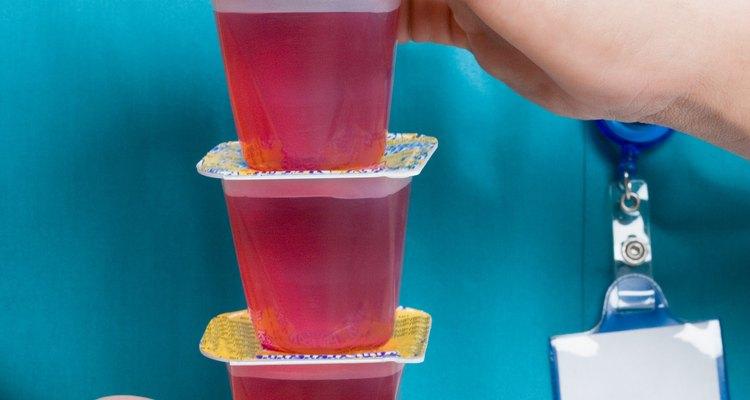 Puedes hacer una célula usando gelatina.