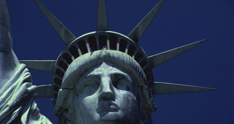 La estatua de la libertad es un ejemplo famoso de la oxidación del cobre.