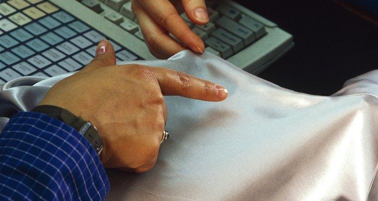 Espuma de polietileno de fitas adesivas podem deixar resquícios adesivos nas roupas