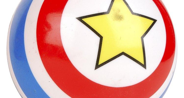 Entrega pelotas saltarinas con el diseño del escudo del Capitán América.