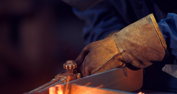 La soldadura, la soldadura fuerte y la soldadura de estaño son los tres métodos que logran una conexión entre los tubos de cobre.