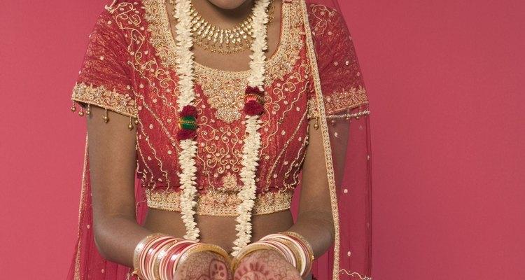 Muitas noivas indianas usam o véu vermelho como um sinal de celebração