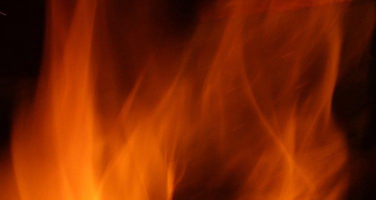 El fuego es uno de los elementos clásicos que representa el optimismo y la energía.