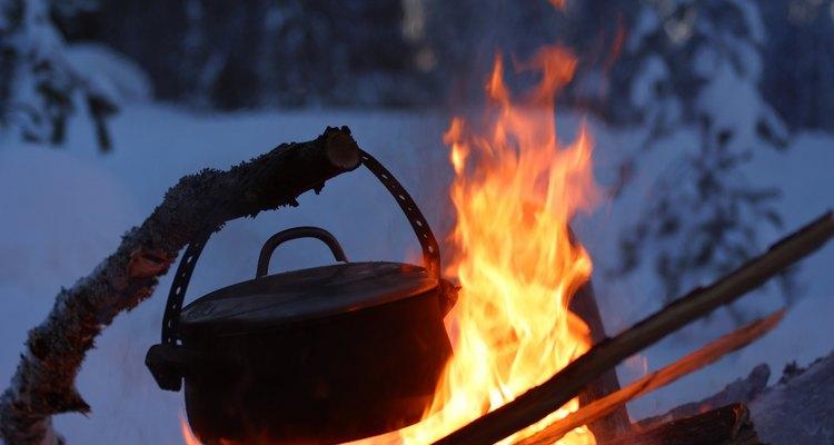 Un horno holandés es una gran herramienta en los campamentos.