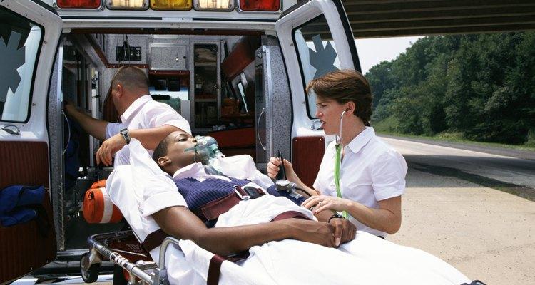 Los EMT son llamados para responder a los accidentes y emergencias.