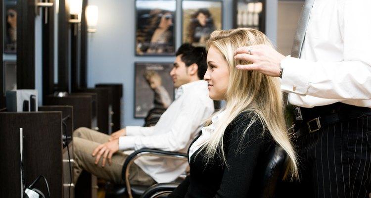 Los cosmetólogos emplean una variedad de habilidades en sus profesiones.