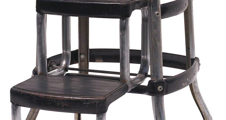 Renueva un taburete cromado oxidado con un simple truco.