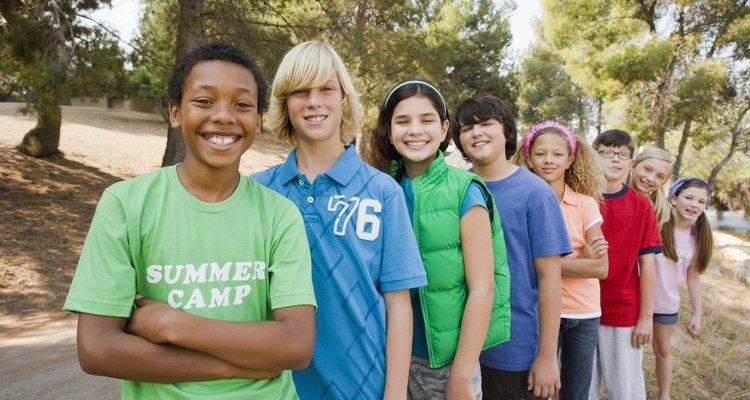 En los niños y las niñas, la pubertad se define en términos generales como el desarrollo físico de la niñez a la edad adulta.
