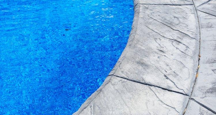 Uma solução pode ser drenar um pouco da água de sua piscina antes de uma tempestade