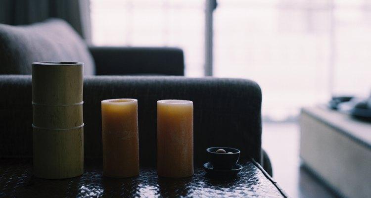 Una sala de estar y comedor que están juntos pueden ser un lugar atractivo si se decora correctamente.