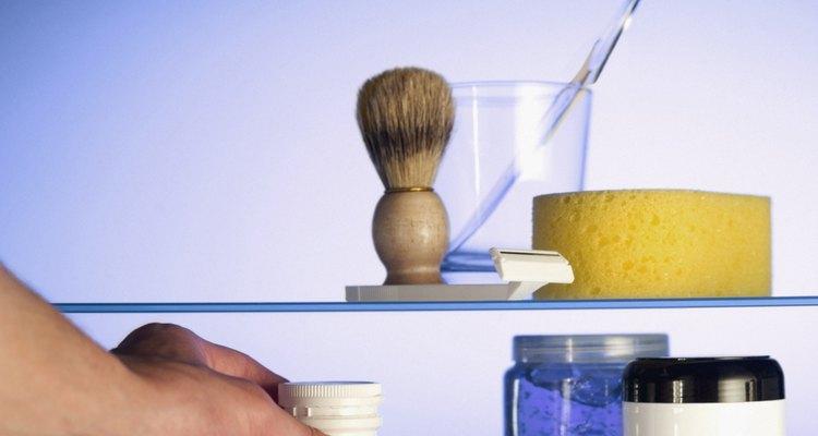Guarda el gel en un contenedor plástico o de vidrio.