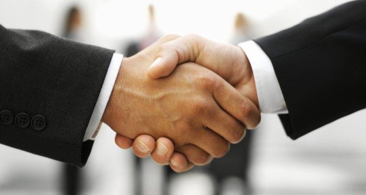 El proceso de obtención de una licencia de negocio consiste en visitar la oficina estatal de licencias.