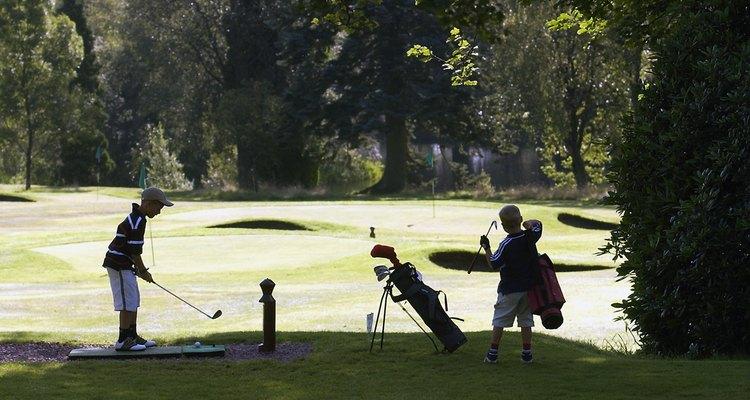 Niños jugando al glof en Gleneagles.