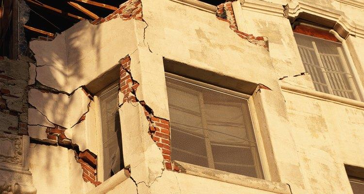 Los terremotos han destruido muchos edificios mal construidos en todo el mundo.