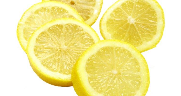 O limão adiciona uma acidez e um brilho especial a muitos sabores