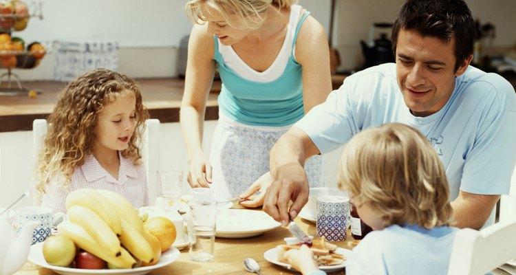 Una comida familiar favorece la alimentación saludable.