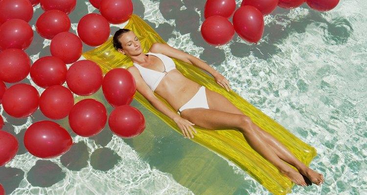 Se fizer balões pesados o suficiente, é possível até nadar sobre e não através deles