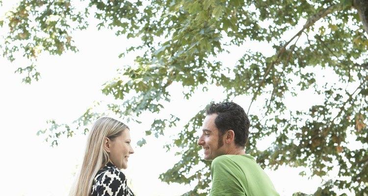Evita las críticas o menosprecios, que darán un toque negativo a la conversación.