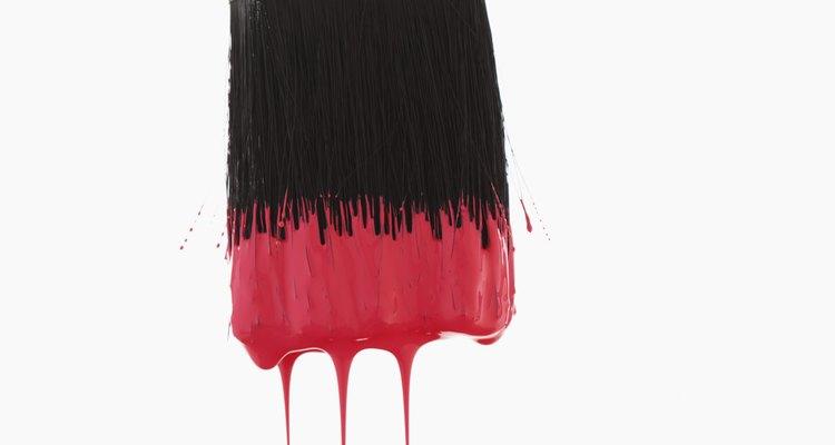 Adicione areia à tinta para aumentar o atrito na superfície pintada