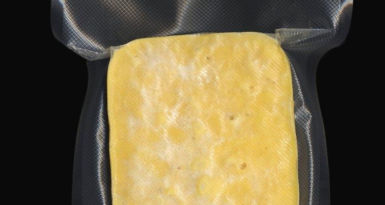 Las tabletas de cuajo son pastillas de color blanco en polvo, que están envueltas en papel de aluminio, puestas en caja y vendidas para su uso en la fabricación de queso y otras recetas.