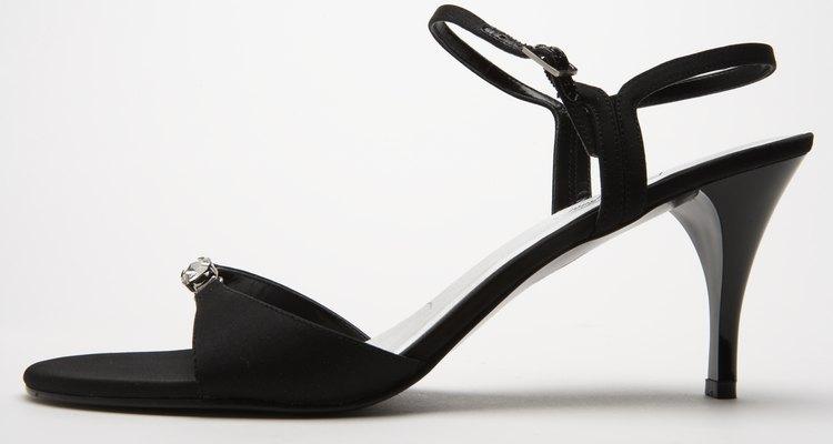 Las sandalias con correa fueron muy populares para atuendos formales.