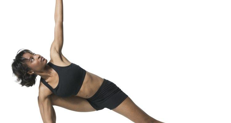 Praticar ioga é uma ótima maneira de treinar equilíbrio e força. Isso também melhora o seu foco e concentração, o que é essencial para o salto