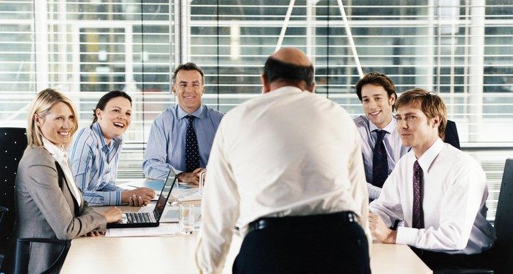 Los CEOs generalmente tienen personal que les ayuda a tomar decisiones.