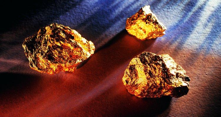 Áreas auríferas nos Estados Unidos podem ser encontradas no U.S. Geological Survey e no U.S. Bureau of Mines e, no Brasil, pesquisando o site do Ministério de Minas e Energia