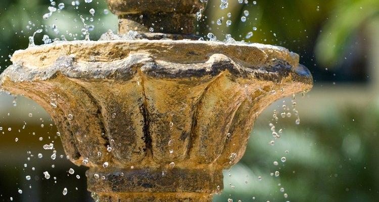 Fontes proporcionam beleza e tranquilidade para o jardim