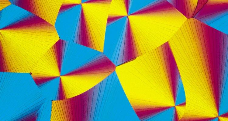 O cálculo da distância interplanar é utilizado pela cristalografia