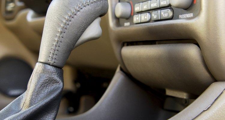 Ajustar a hora do som do seu carro é simples e rápido