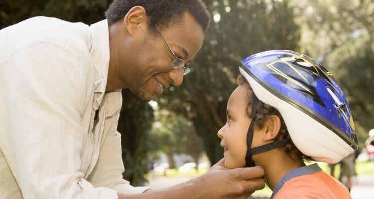 Enseñar reglas de seguridad fortalece a los niños.