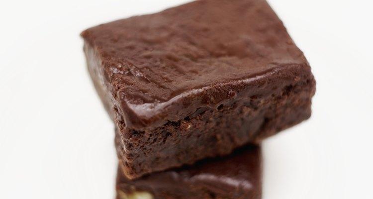 Pocos postres son más gustosos que un brownie tibio y esponjoso.