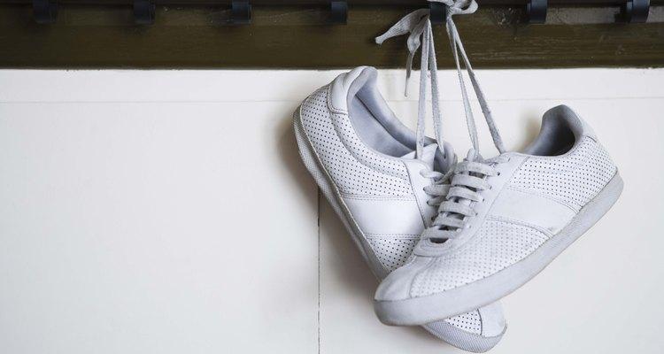 Los rayones son particularmente notorios en calzados de color blanco y en zapatillas deportivas.