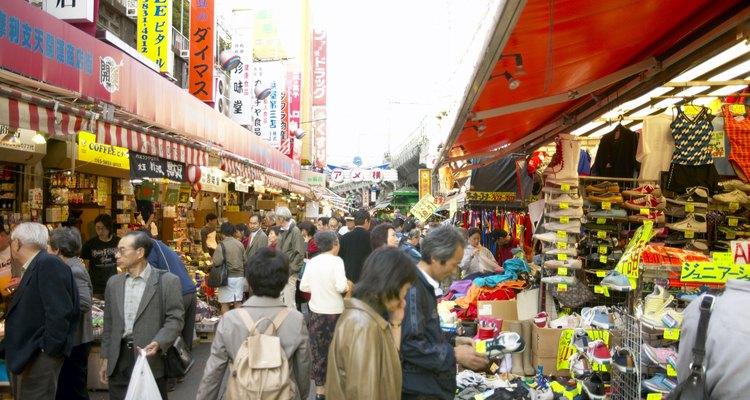 Ejemplo de civismo. A 3 días de sufrir uno de los peores desastres naturales, Japón volvió a funcionar casi normalmente.
