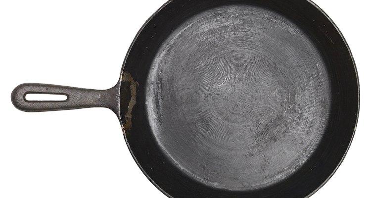 Las sartenes de hierro forjado pueden utilizarse para cocinar.