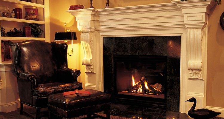 Os tocos de lenha devem ser empilhados corretamente para o fogo não apagar