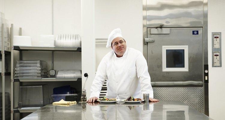 El hacha es un utensilio de cocina muy útil de amplio uso en el mundo culinario.