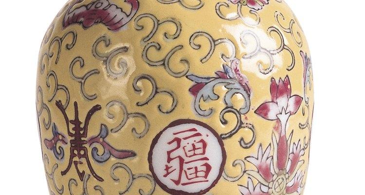 Procure marcas especiais em um vaso chinês que possam ajudar na avaliação