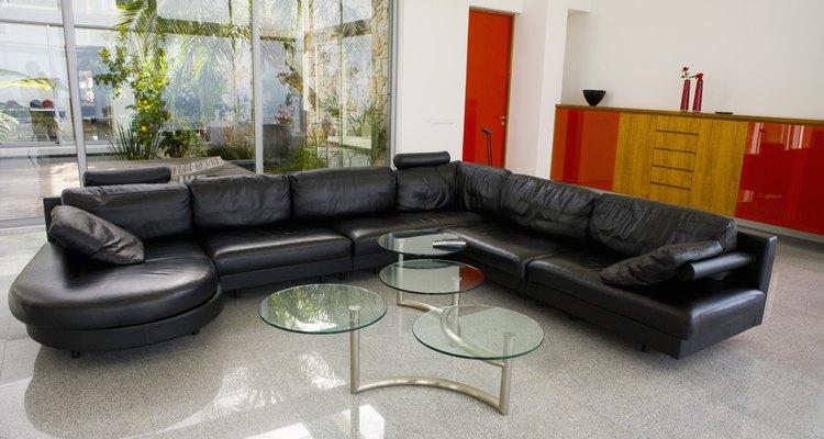 Repare buracos no sofá de couro sintético