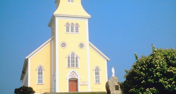Los diáconos ayudan al pastor a dirigir la iglesia.