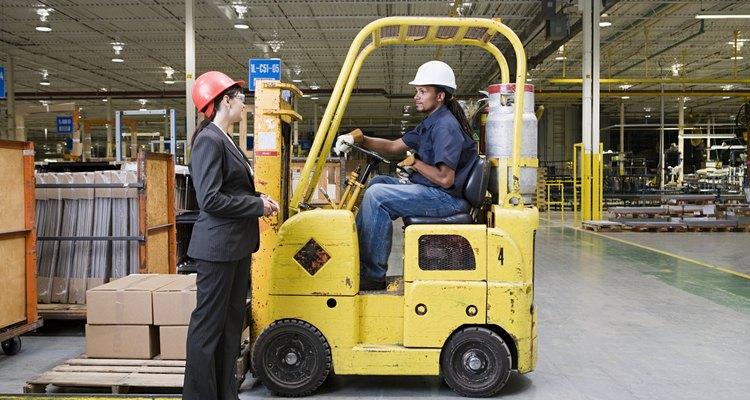 Empilhadeiras são concebidas para carregar uma variedade de cargas de forma eficiente